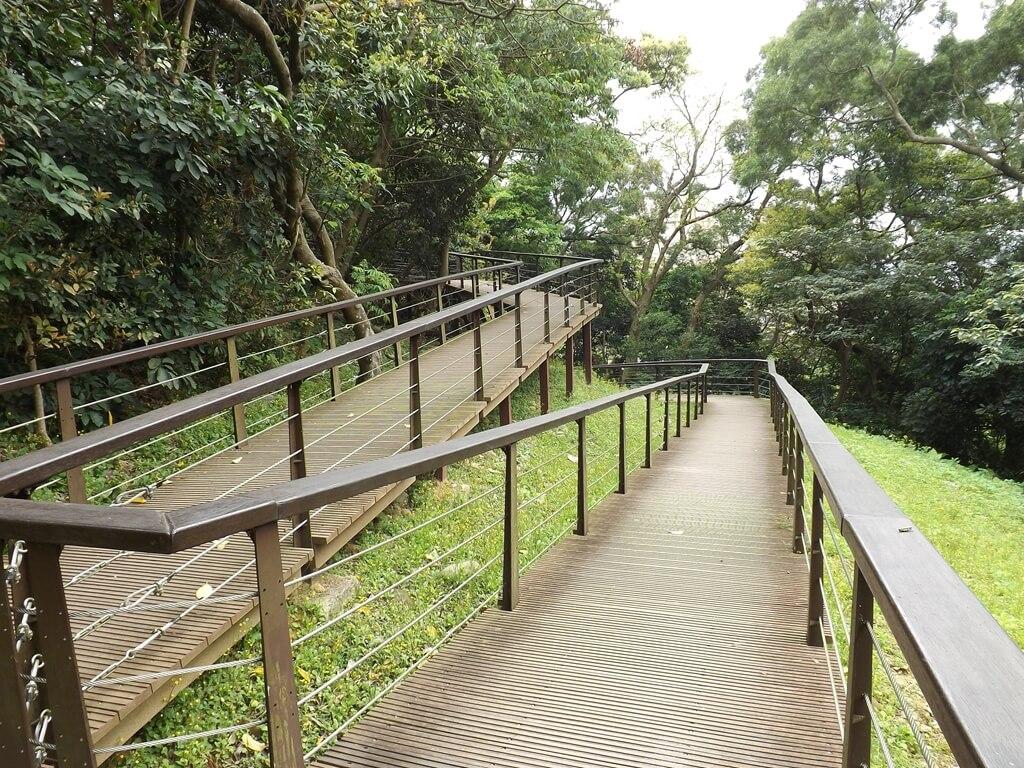 桃園市忠烈祠暨神社文化園區的圖片:沿山坡打造的忠烈祠步道