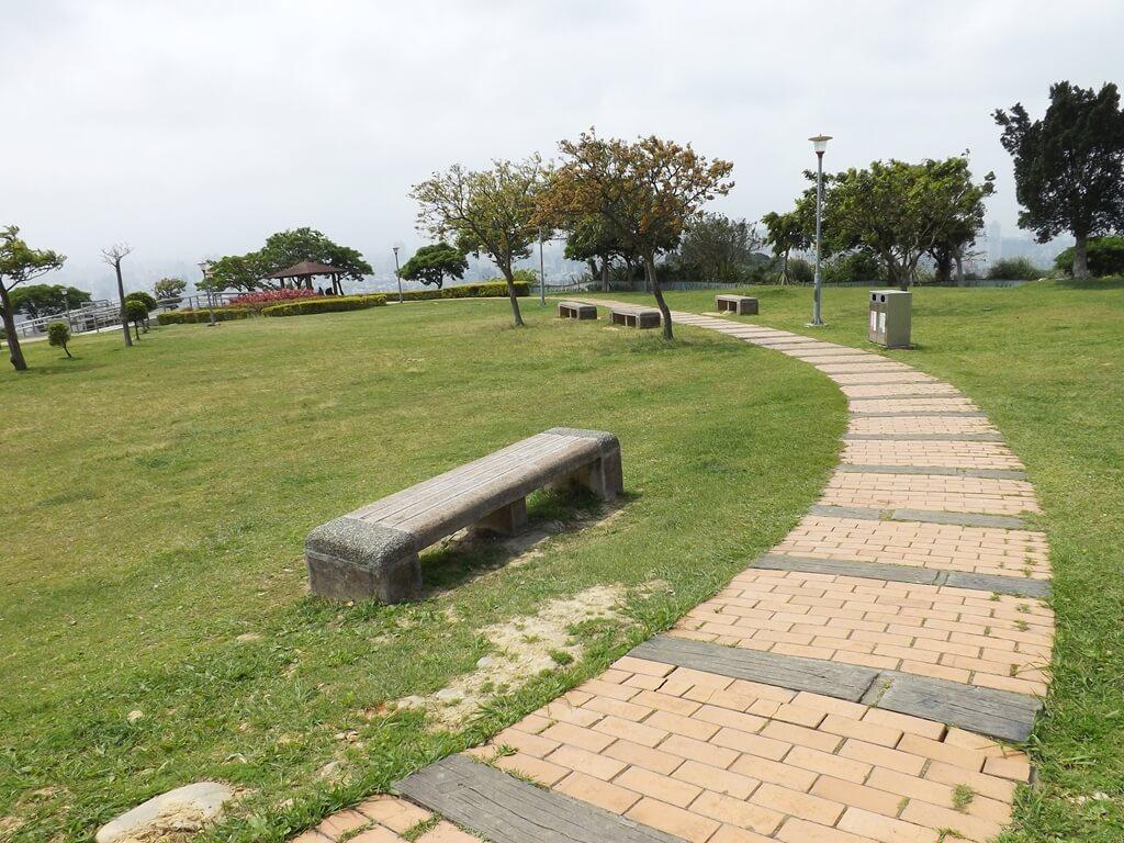 虎頭山環保公園的圖片:環繞公園的步道