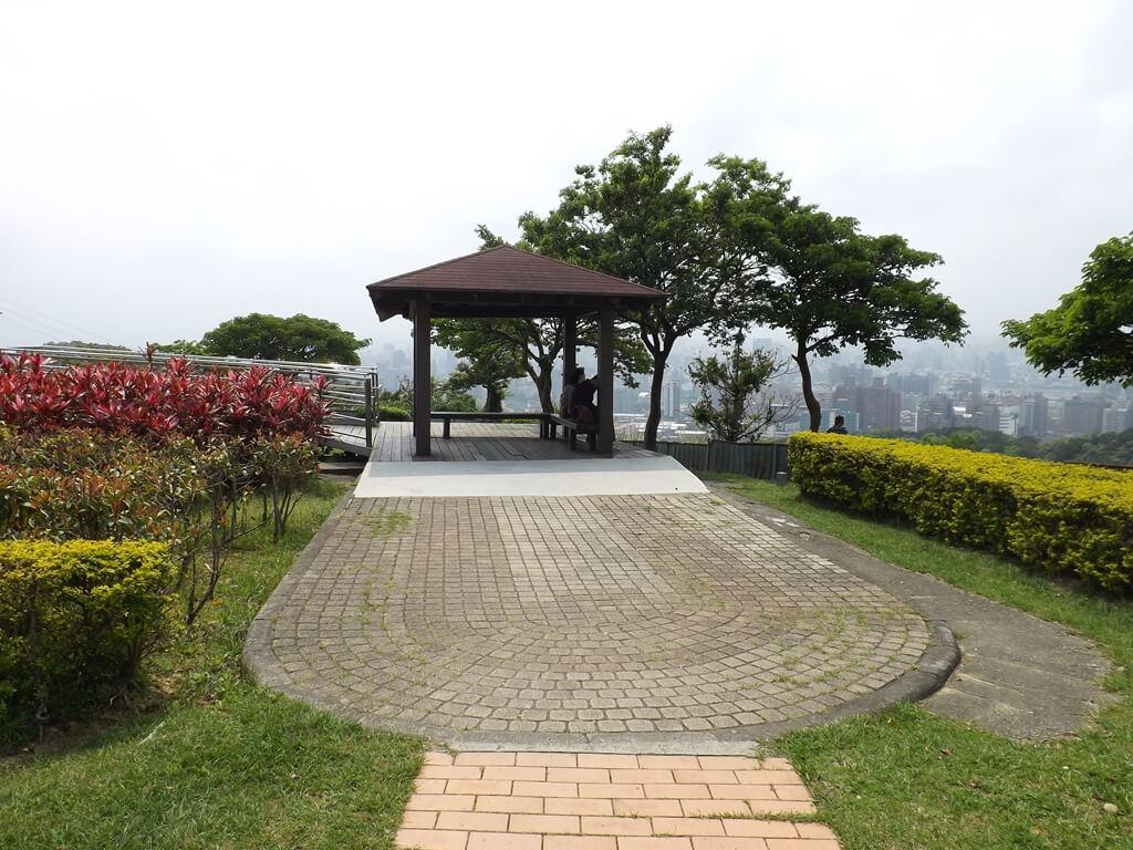 虎頭山環保公園的圖片:單獨一座觀景涼亭