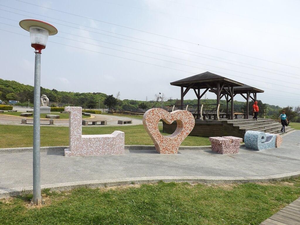 虎頭山環保公園的圖片:水泥拼貼 Love
