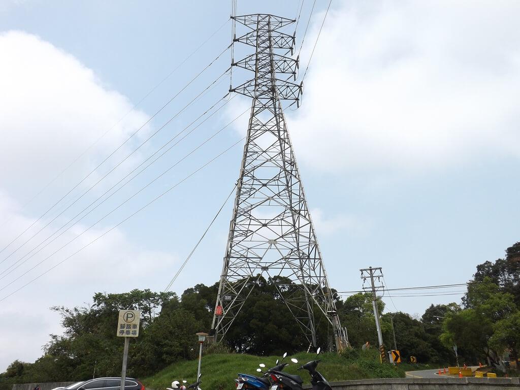 虎頭山環保公園的圖片:公園旁的高壓電塔