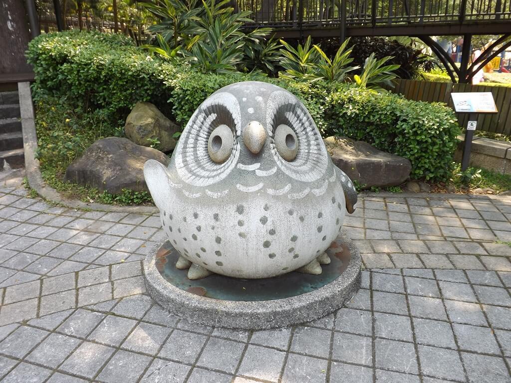 奧爾森林學堂的圖片:可愛的貓頭鷹石像