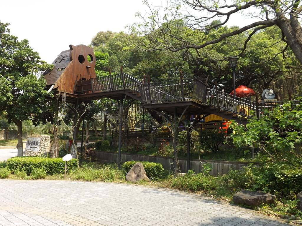 奧爾森林學堂的圖片:用高架與樓梯搭建起的貓頭鷹樹屋