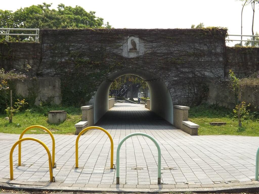 奧爾森林學堂的圖片:三聖路底下的隧道