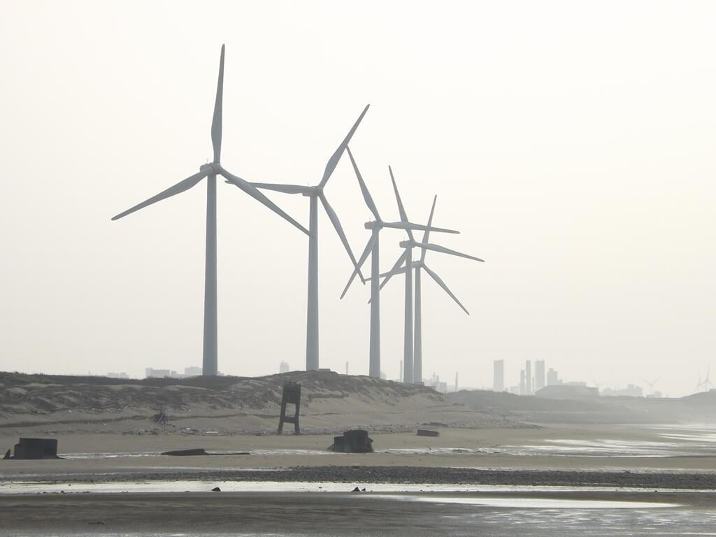 許厝港濕地的圖片:沙灘上的風車是許厝港的重要景觀