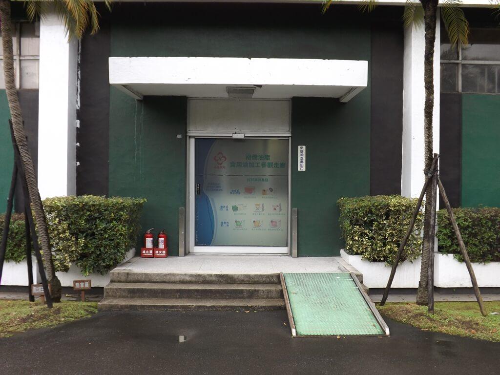 南僑桃園觀光體驗工廠的圖片:南僑油脂食用油加工參觀走廊出口