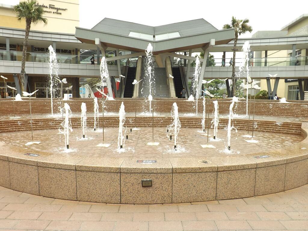 華泰名品城的圖片:中央噴水池廣場
