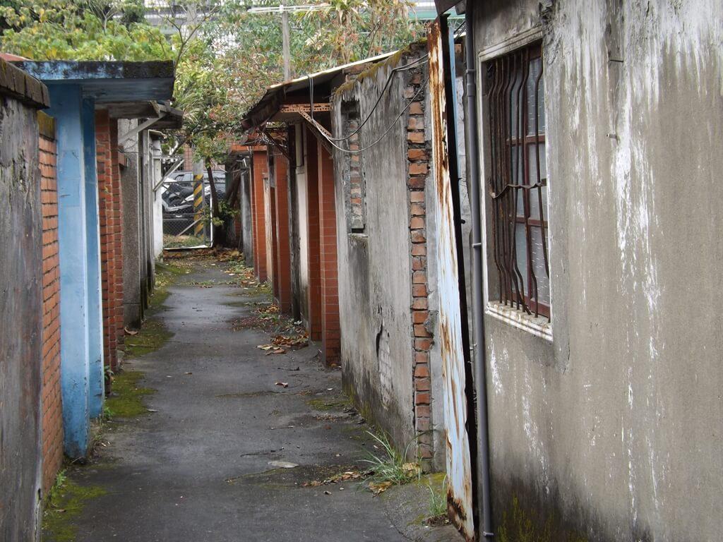 憲光二村的圖片:狹小的房舍走道