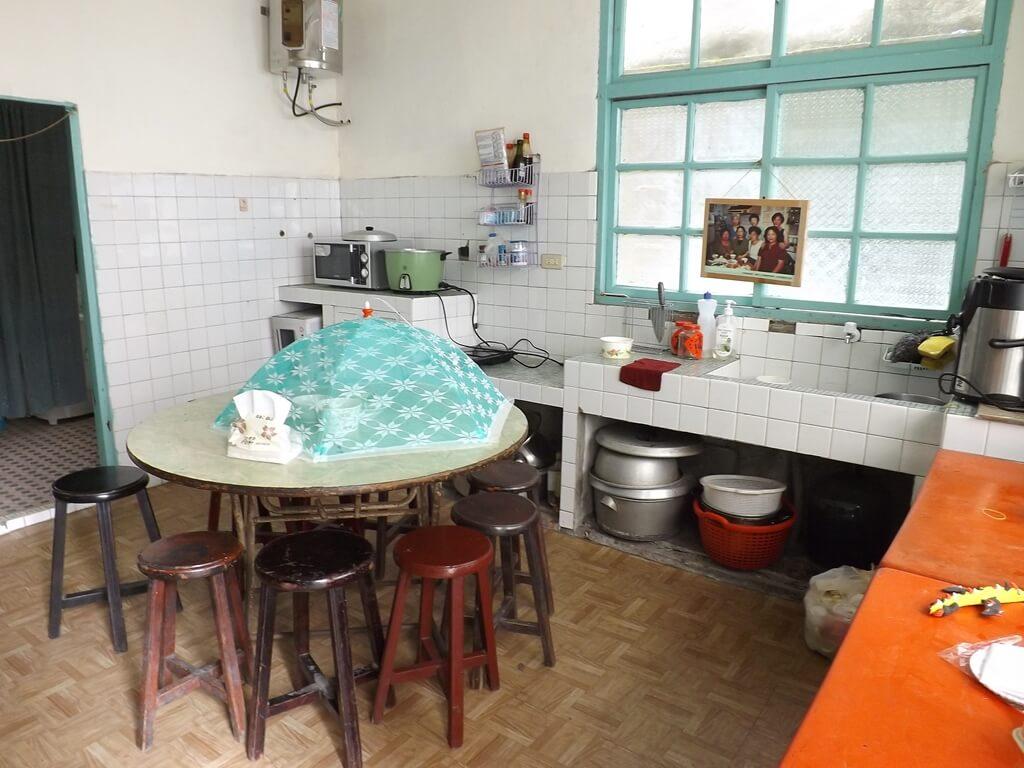 憲光二村的圖片:生活館內廚房及餐桌實景