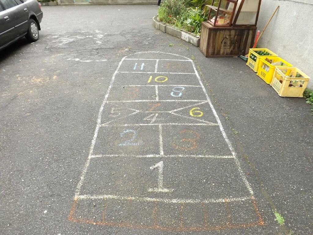 憲光二村的圖片:地板上的跳房子