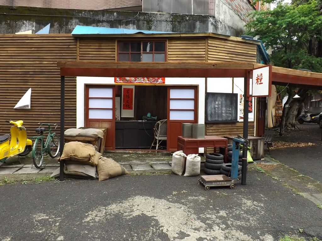 憲光二村的圖片:賣米的店家展示