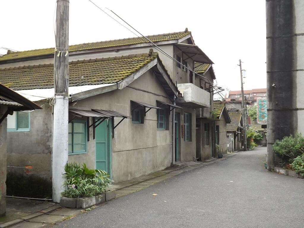 憲光二村的圖片:少數有二樓的平房建築