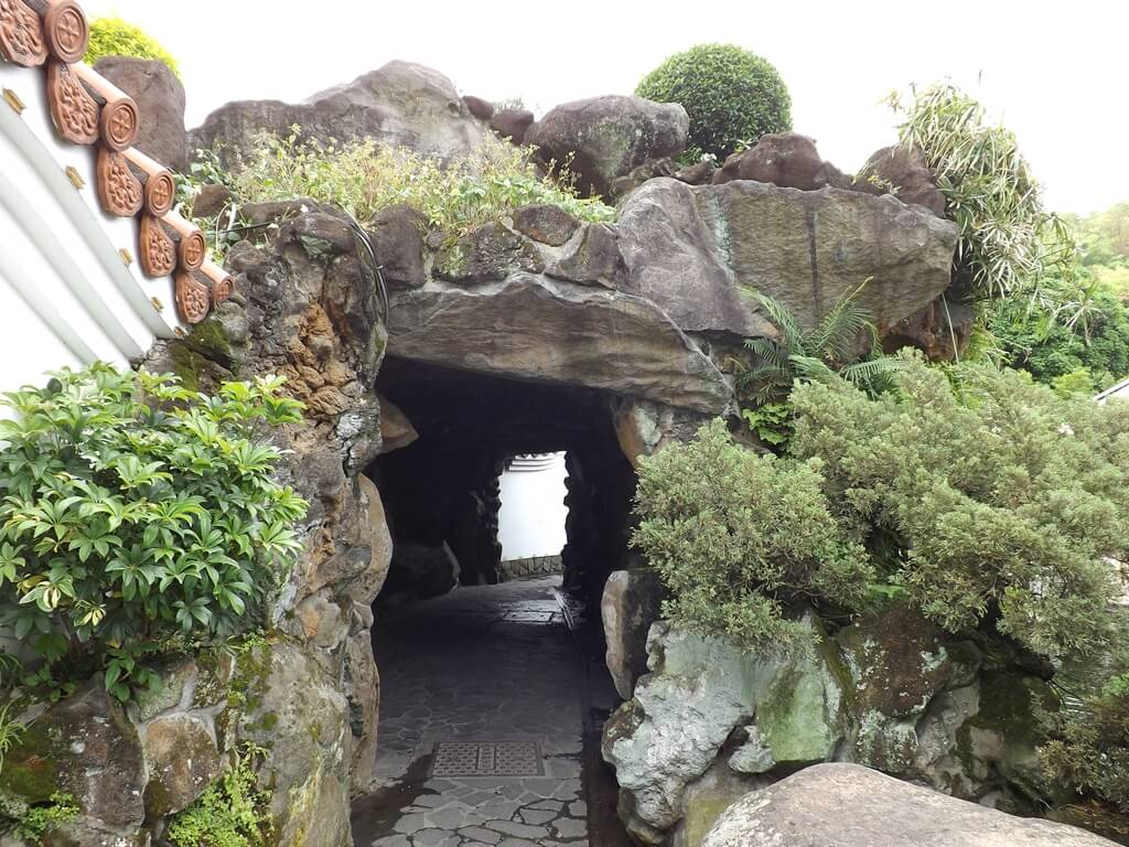 壽山巖觀音寺的圖片:寶石陶九龍壁後的山洞