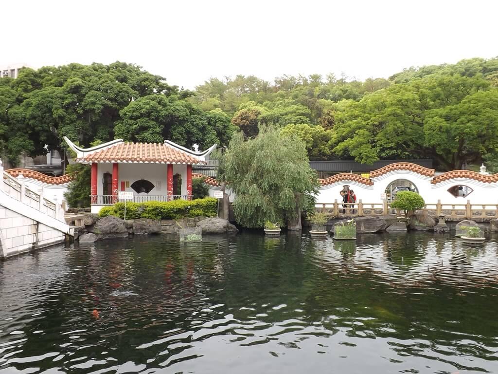 壽山巖觀音寺的圖片:池邊的造景非常具有中國古典風格