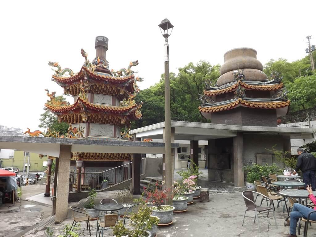 壽山巖觀音寺的圖片:兩座不同風格的爐