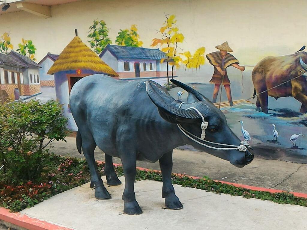 坑口彩繪村的圖片:台灣水牛雕像模型