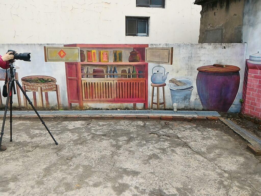 坑口彩繪村的圖片:傳統廚房彩繪