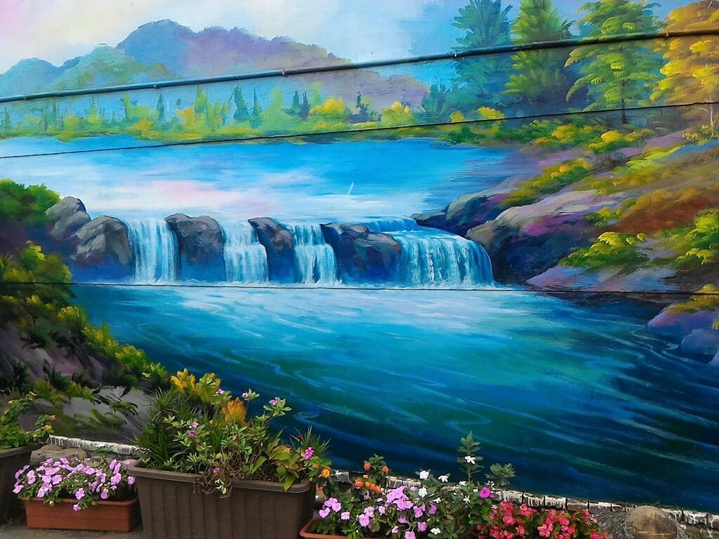 坑口彩繪村的圖片:溪流彩繪