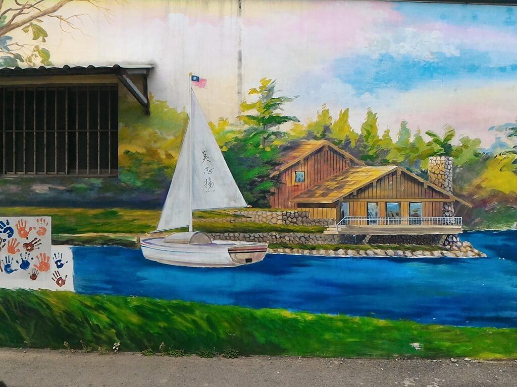 坑口彩繪村的圖片:河岸的帆船彩繪