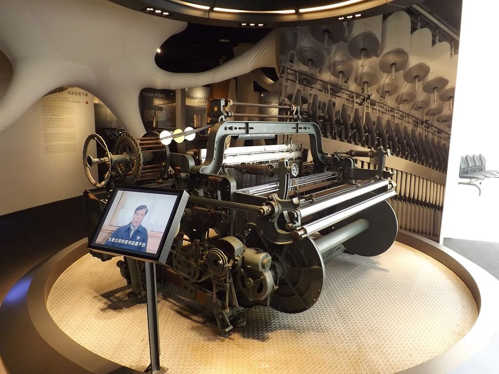 台塑企業文物館的圖片:織布機展示