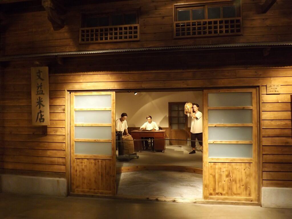 台塑企業文物館的圖片:年輕時期在文益米店裡勤奮工作的王永慶先生