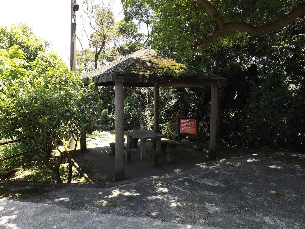 法鼓山齋明寺的圖片:古道旁的涼亭