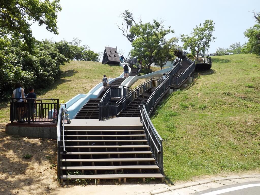 新竹青青草原的圖片:溜滑梯的最底下