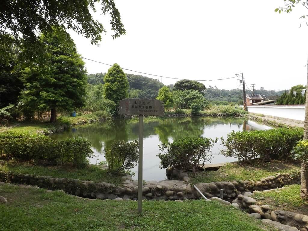 李騰芳古宅的圖片:牆外的水池