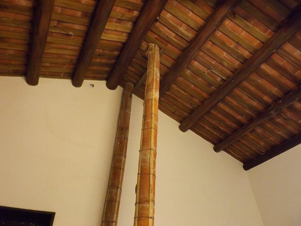 李騰芳古宅的圖片:大灶通往屋頂的排煙管