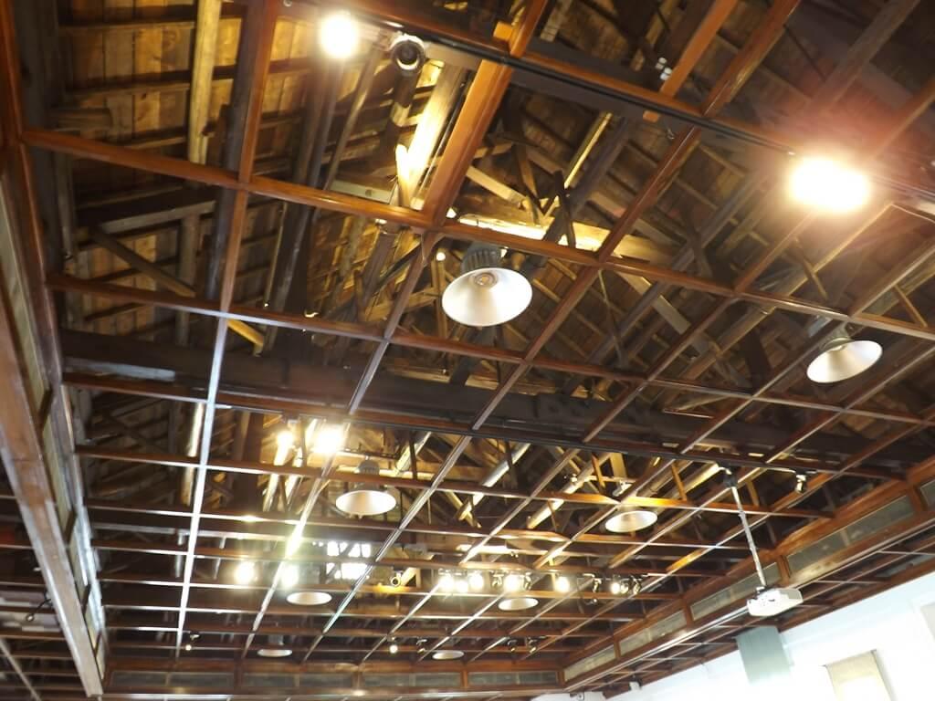 大溪武德殿的圖片:簍空的屋頂看得到木藝之美