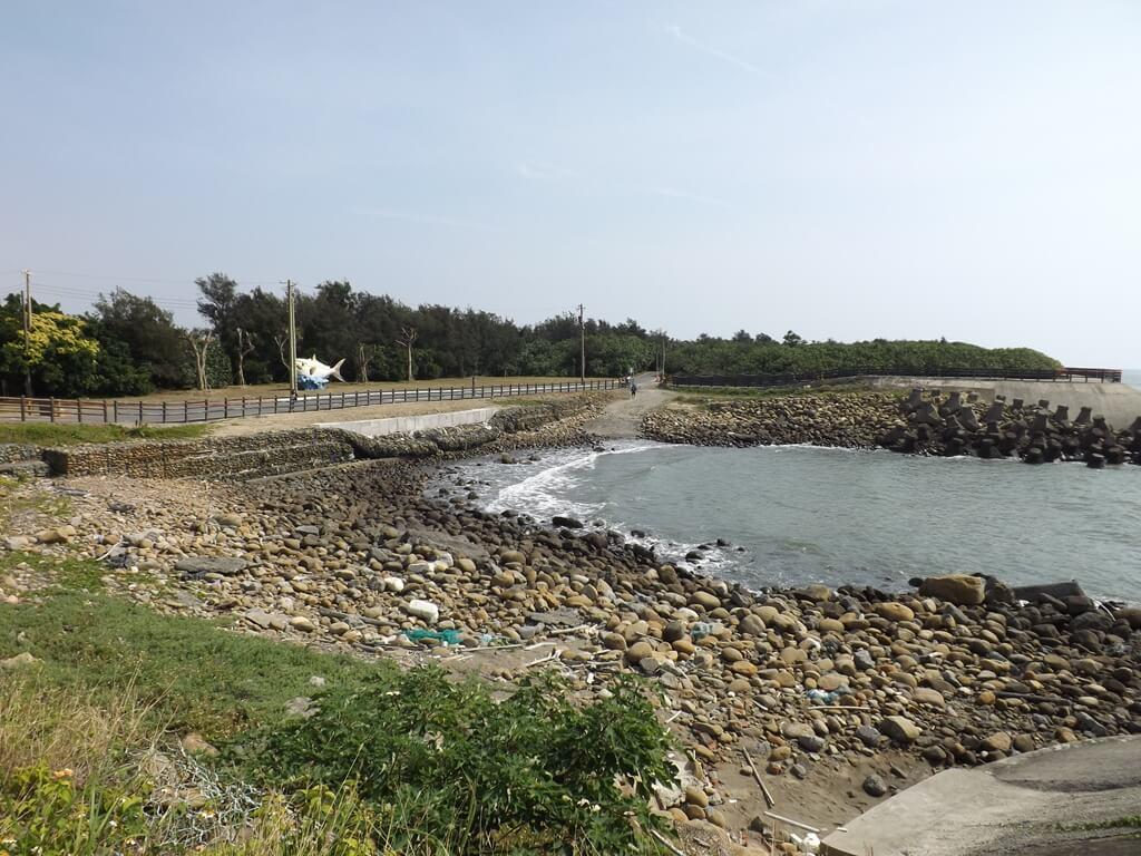 新竹海天一線看海區的圖片:看海區的海岸避風口全景