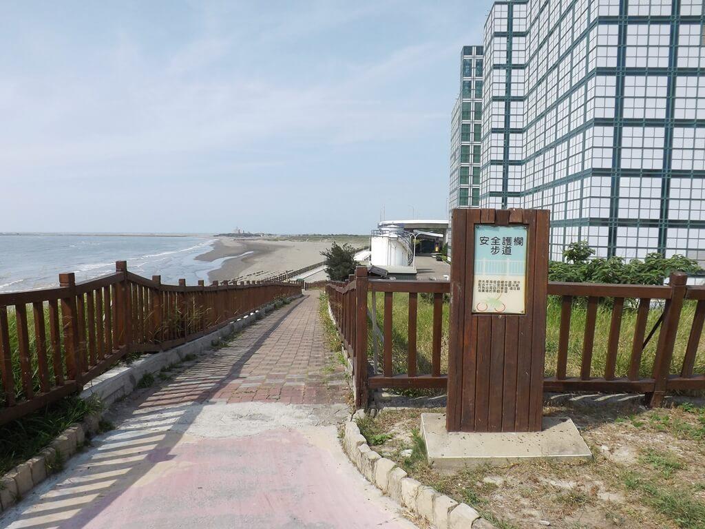 新竹海天一線看海區的圖片:安全護欄步道