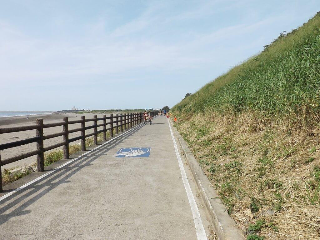 新竹海天一線看海區的圖片:筆直的自行車道