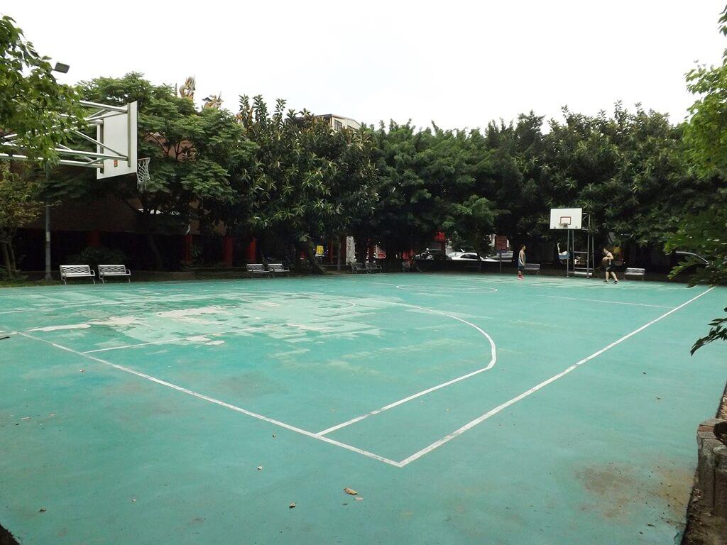 平鎮三崇宮的圖片:新榮公園的籃球場