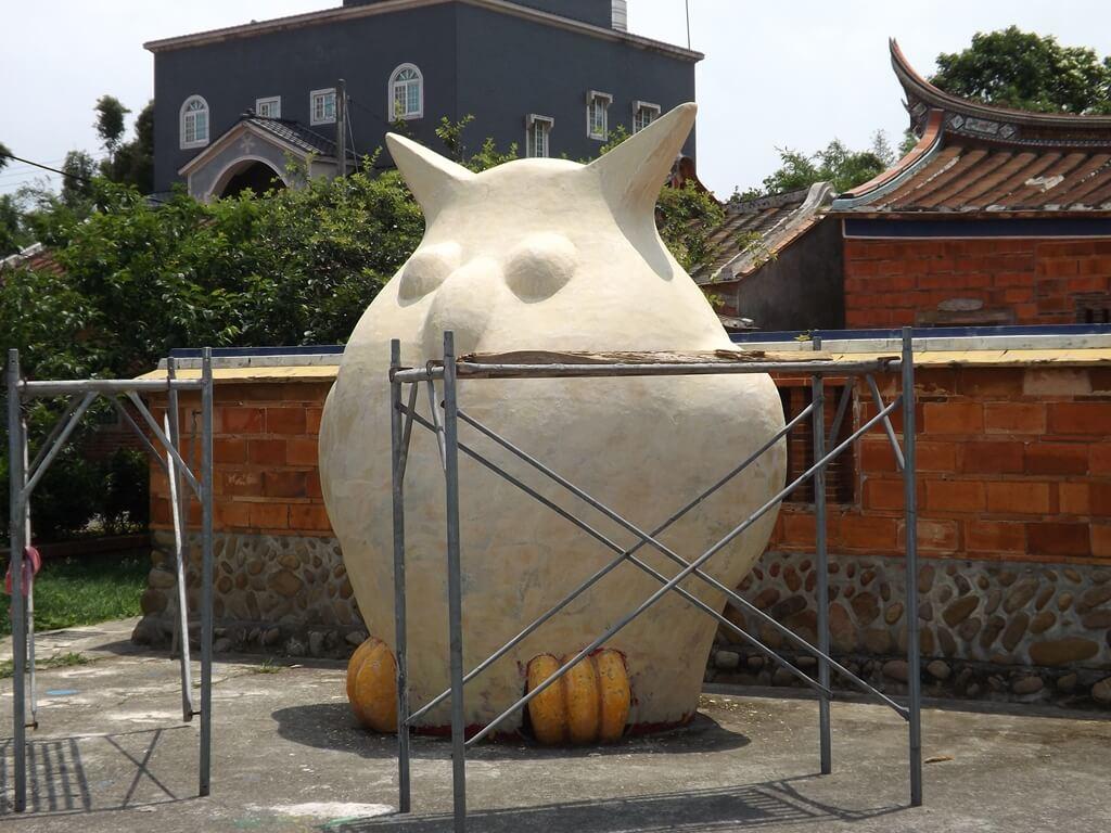 德馨堂的圖片:施工中的巨型貓頭鷹