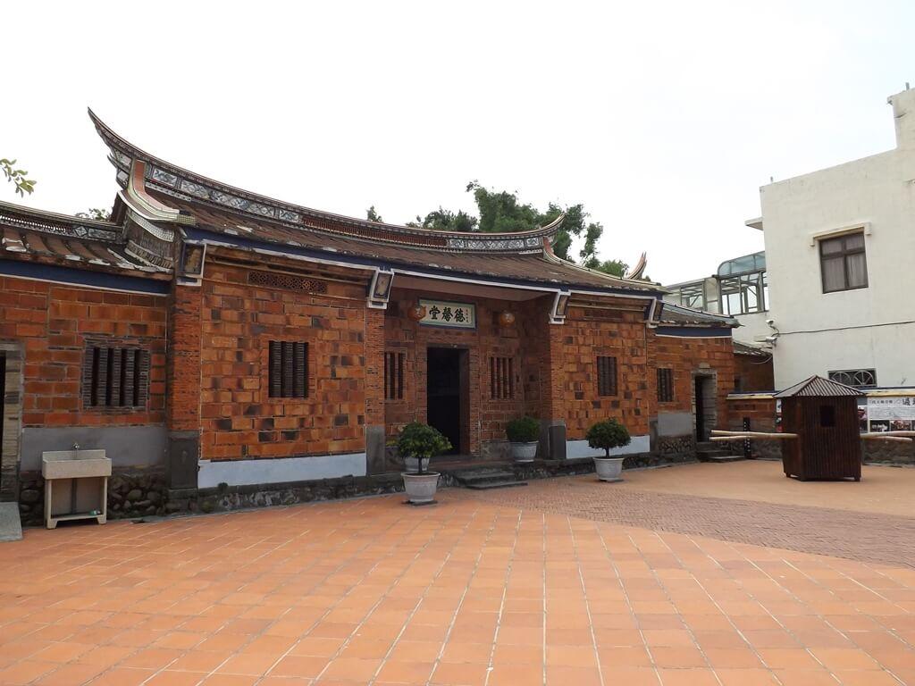 德馨堂的圖片:從左側看德馨堂的屋子主體