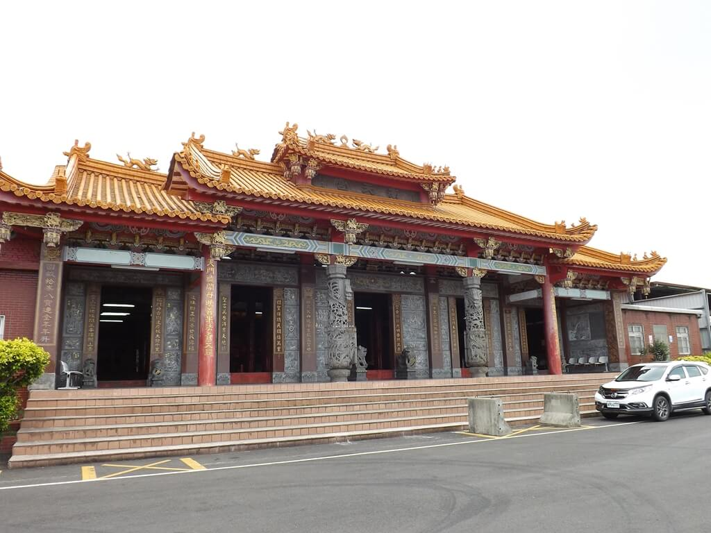 五酒桶山步道的圖片:五酒桶山登山口前的南天宮廟宇