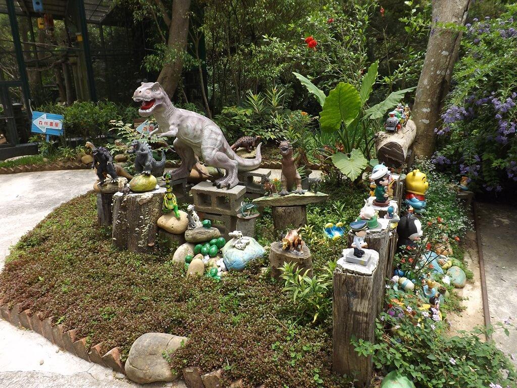 森林鳥花園的圖片:恐龍花園造景