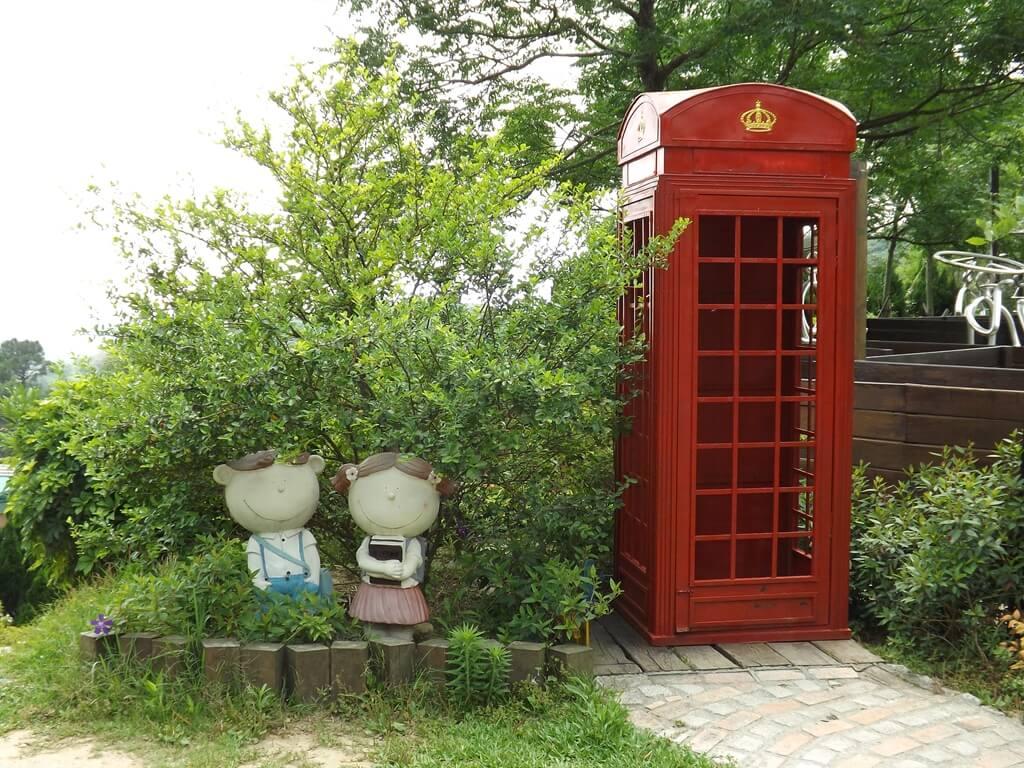 森林鳥花園的圖片:紅色電話亭