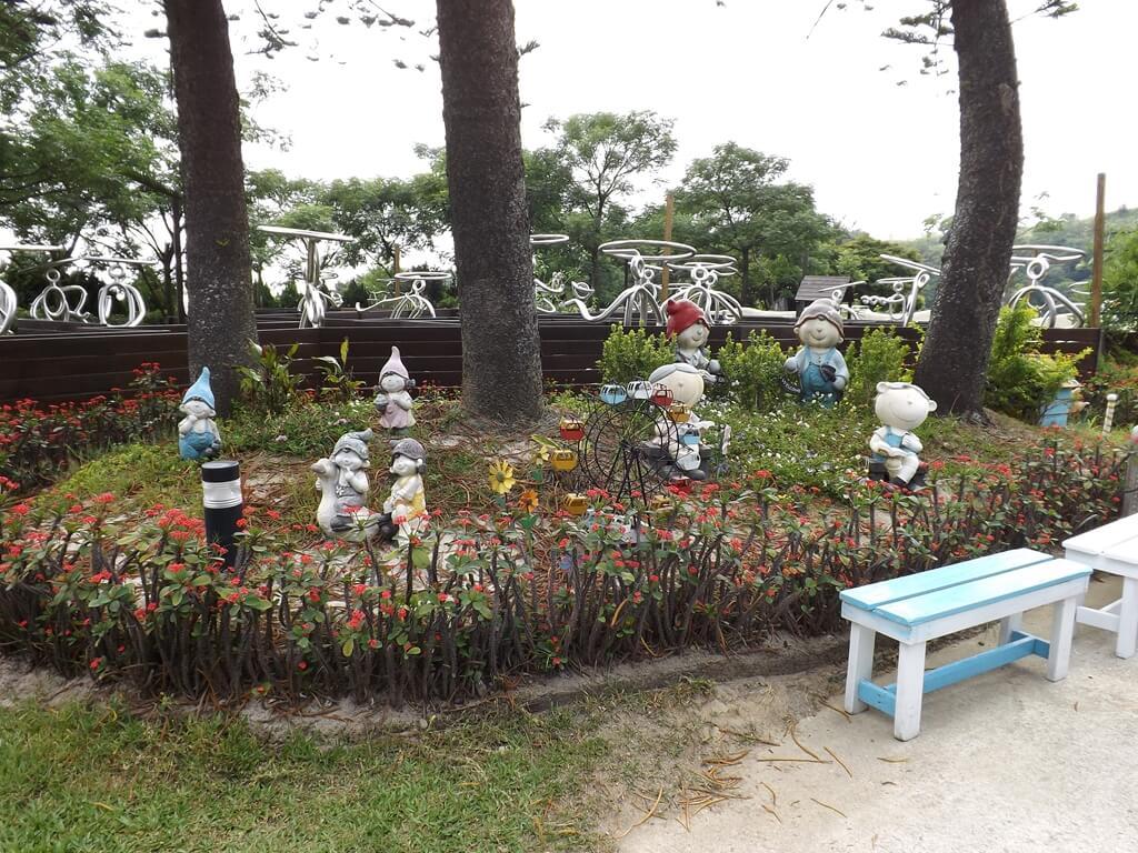 森林鳥花園的圖片:可愛玩偶花園