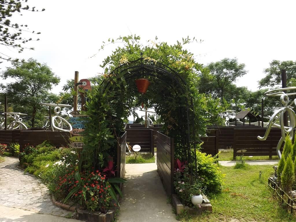 森林鳥花園的圖片:不鏽鋼藝術造型迷宮出入口