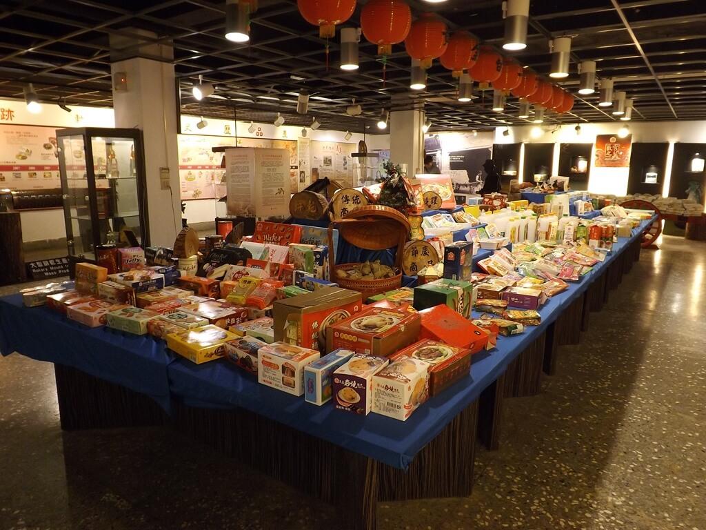 義美食品觀光工廠(義美食品生產.生態.生活廠區)的圖片:產品桌