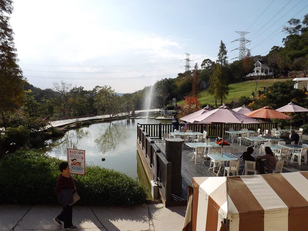 心鮮森林的圖片:森林咖啡前的水池