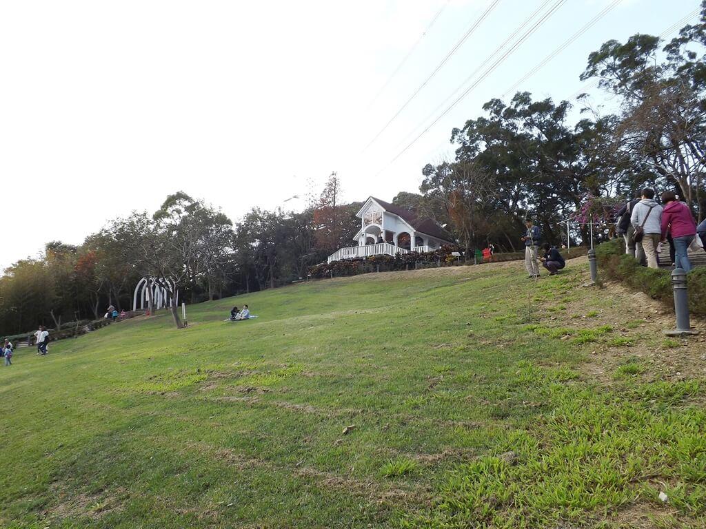 心鮮森林的圖片:教堂前的大草皮斜坡