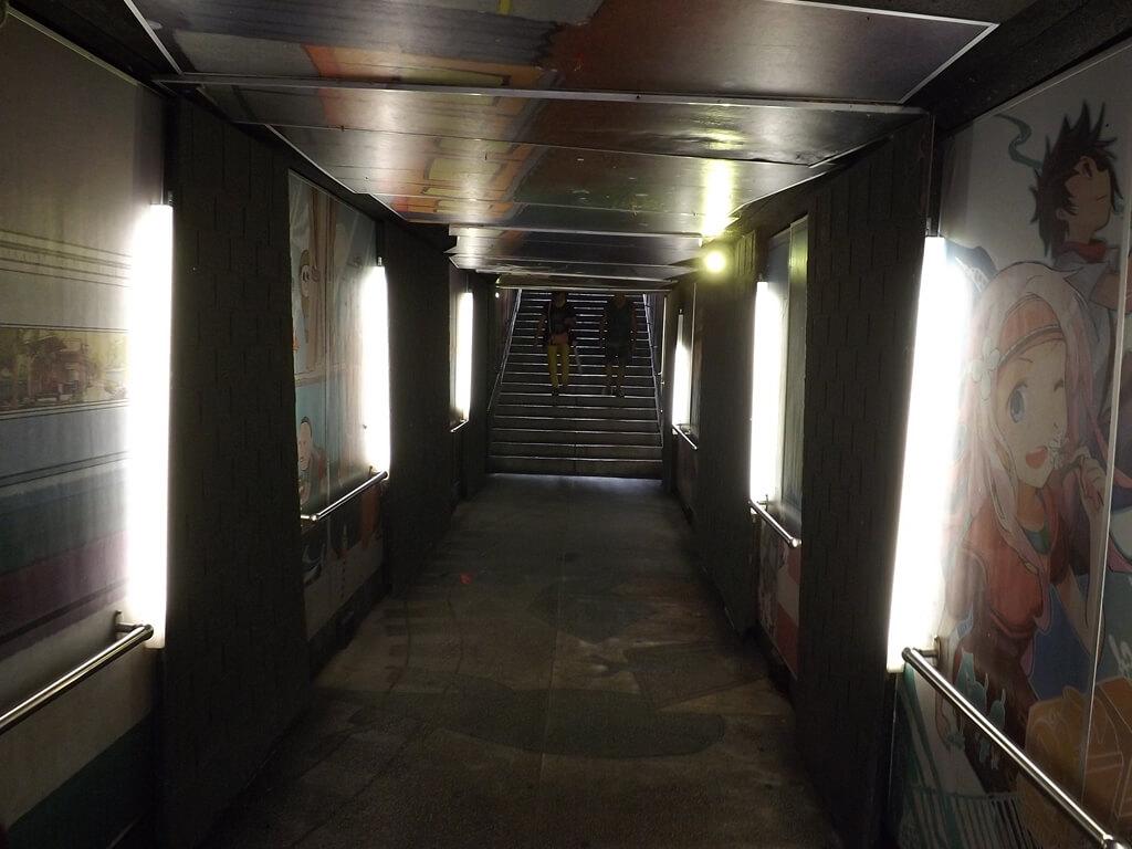 內灣老街的圖片:連接中正路與內灣國小的地下通道有點黑暗