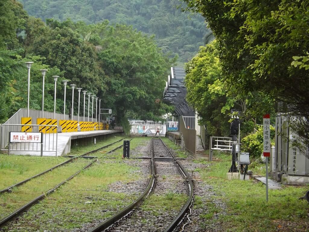 內灣老街的圖片:內灣車站的鐵道與月台