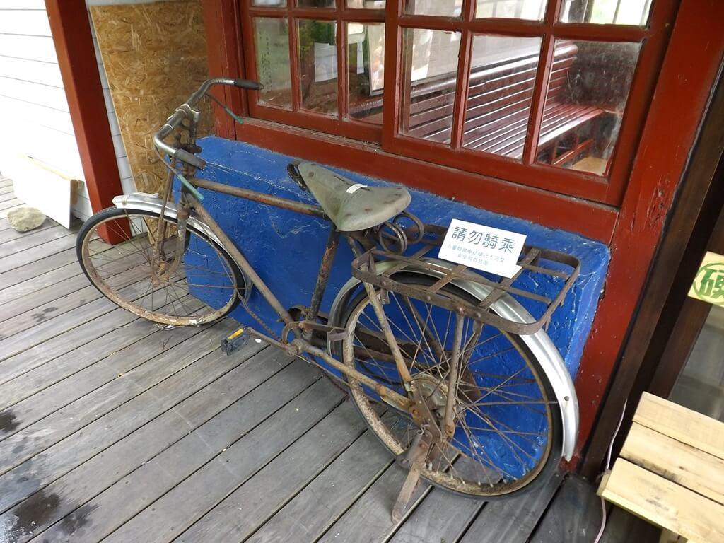 合興車站的圖片:愛情候車室旁的古老腳踏車