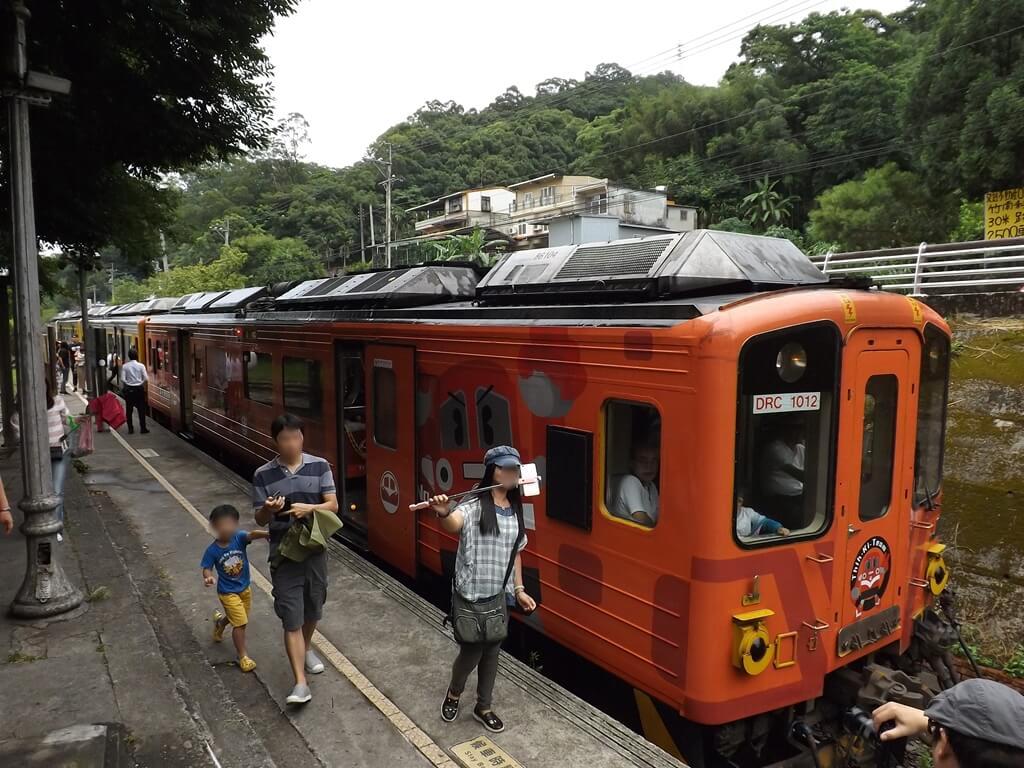 合興車站的圖片:觀光列車停靠在愛情到了月台