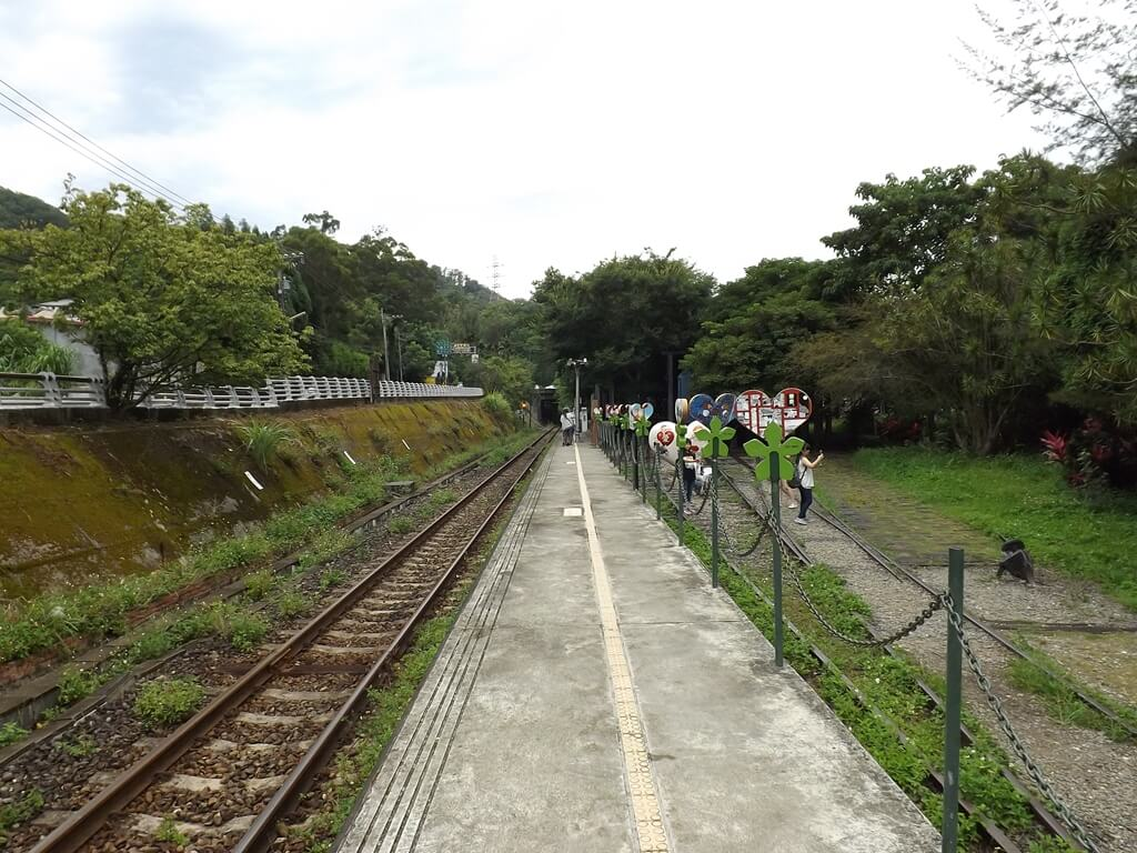 合興車站的圖片:愛情到了月台通往合興車站的方向