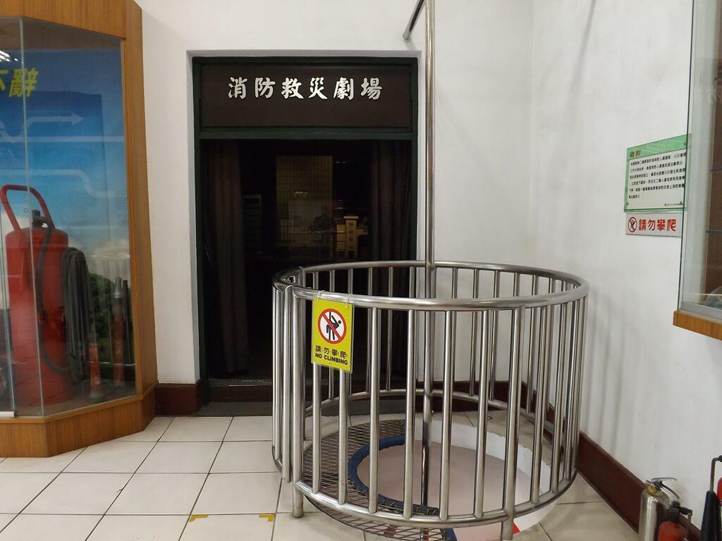 新竹市消防博物館的圖片:消防人員出勤滑杆(二樓)